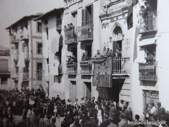 Militaria: Fotografía oficiales del ejército nacional. Ayuntamiento 1938 - Foto 3 - 182787726