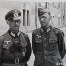 Militaria: OFICIAL DE LA WEHRMACHT CON PRIMATICOS Y CONDECORADO Y OFICIAL DE LA LUFTWAFFE. ABRIL 1942. Lote 183701580