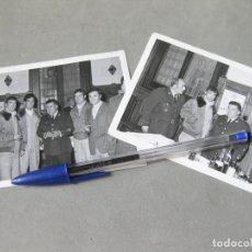 Militaria: PAREJA DE FOTGOFRAFÍAS DEL EJÉRCITO DEL AIRE CON OFICIALES DE UNIFORME - AVIACIÓN AÑOS 70. Lote 183837618
