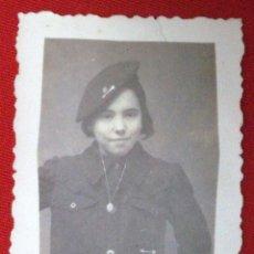 Militaria: FOTO DE UNA FALANGISTA, ENERO DE 1937. Lote 184163042