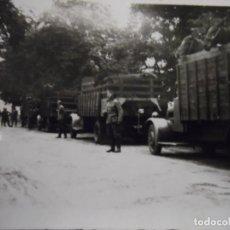 Militaria: SOLDADOS DE LA WEHRMACHT TRANSPORTANDO CABALLOS EN CAMIONES. III REICH. AÑOS 1939-45. Lote 184281912