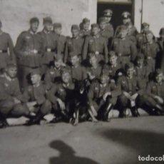 Militaria: SCHUTZENZUG DE SOLDADOS DE LA WEHRMACHT DELANTE DEL CUARTEL. III REICH. AÑOS 1939-45. Lote 184283208