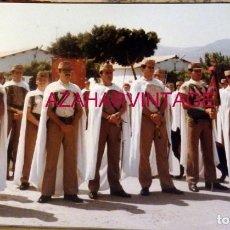 Militaria: ANTIGUA FOTOGRAFIA, DESFILE FUERZAS DE REGULARES, 176X126MM. Lote 184347536