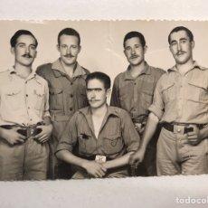 Militaria: MILITAR. REUNIÓN DE ARTILLEROS CON SUAVE BIGOTE. FOTOGRAFÍA PARA EL RECUERDO (H.1940?).. Lote 184412243