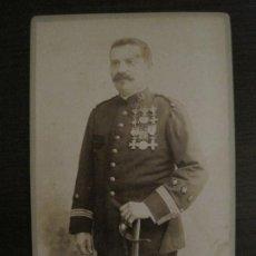 Militaria: MILITAR UNIFORMADO-FOTOGRAFIA ANTIGUA MILITAR-FOTOGRAFO J.DERREY, VALENCIA-VER FOTOS-(V-18.338). Lote 184548782