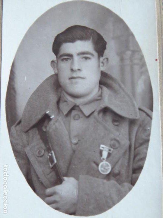 Militaria: Fotografía soldado del ejército español. Medalla de campaña - Foto 3 - 186019282