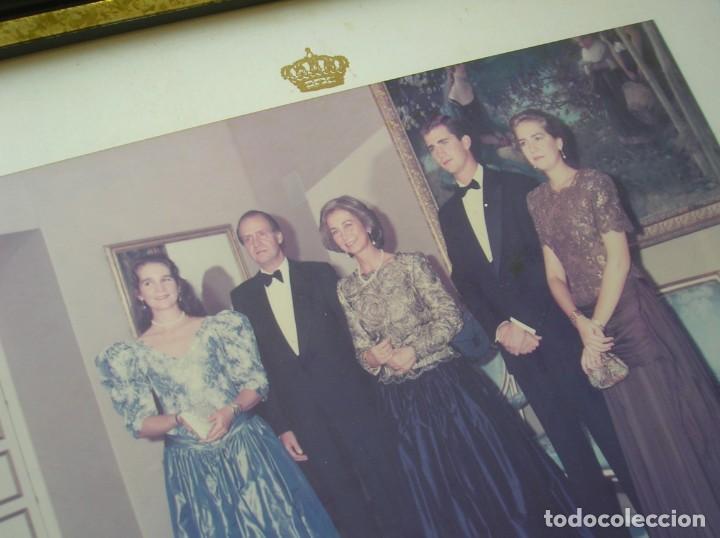 Militaria: RARÍSIMA FOTOGRAFIA. FAMILIA REAL ESPAÑOLA FIRMADA Y DEDICADA. D. JUAN CARLOS Y Dª SOFIA. AÑO 1992. - Foto 14 - 188734892