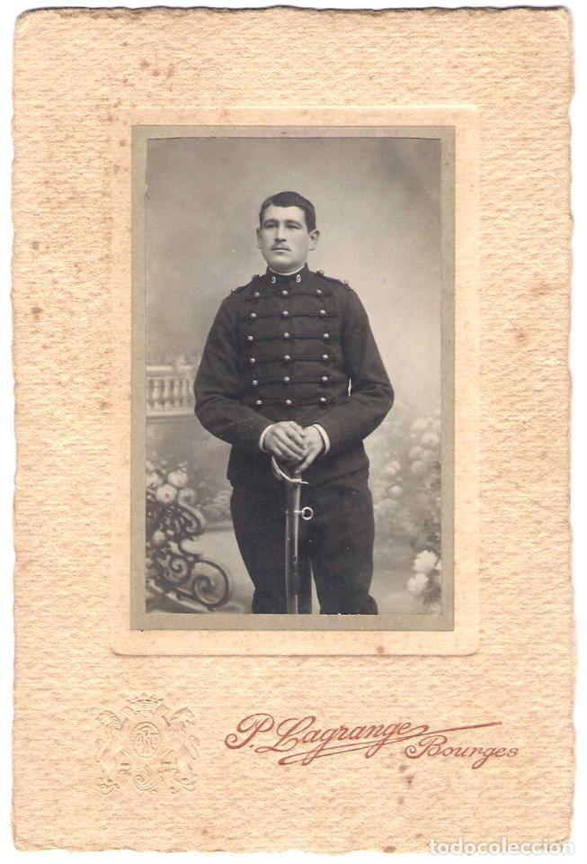 FOTOGRAFÍA DE UN MILITAR - FOTÓGRAFO: P. LAGRANGE - BOURGES - FRANCIA - S.XIX. (Militar - Fotografía Militar - Otros)