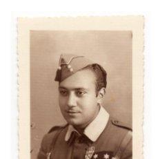 Militaria: FOTOGRAFÍA TENIENTE GUERRA CIVIL. MEDALLA SUFRIMIENTO POR LA PATRIA. 5X7,8.. Lote 190333308