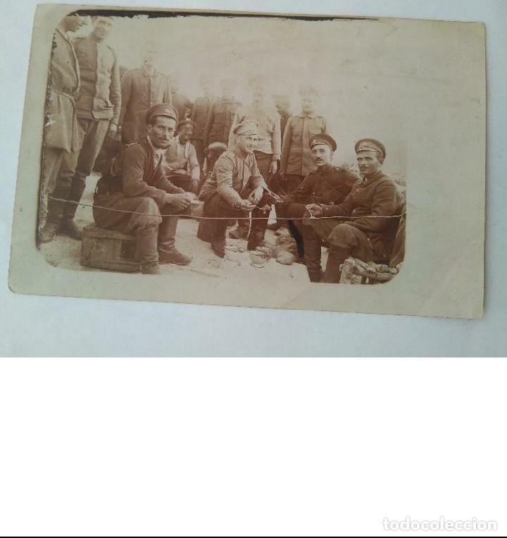 Militaria: ANTIGUA FOTO MILITAR DE I GUERRA MUNDIAL DE SOLDADOS RUSOS HECHA EN CAMPO DE BATALLA 23 II 1918 ORIG - Foto 2 - 190507487