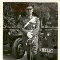 Militaria: ORIGINAL - EPOCA DE FRANCO - FOTOGRAFÍA DE TENIENTE CORONEL - PARADA - AL MERITO MILITAR EN CAMPAÑA. Lote 190841975