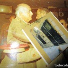 Militaria: OFICIAL EXCOMBATIENTE GUERRA CIVIL DE MELILLA IMPOSICION DE MEDALLA. Lote 151181046