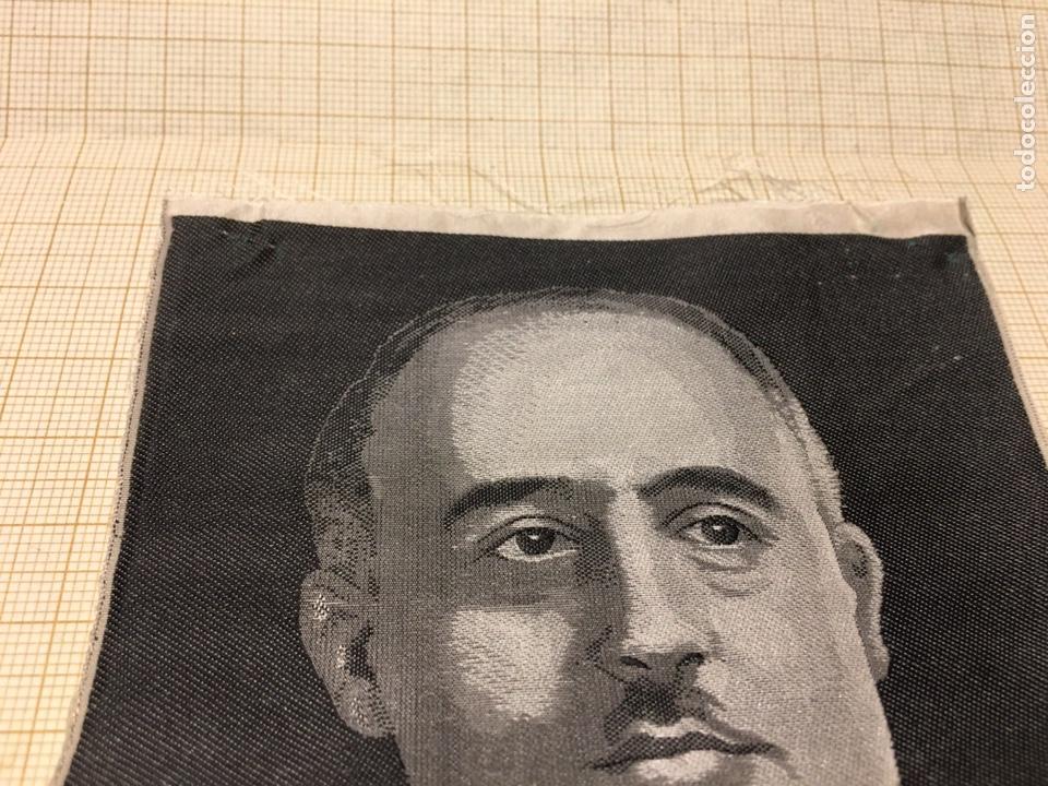 Militaria: Foto en Seda de Franco de los años 40. - Foto 3 - 190904176