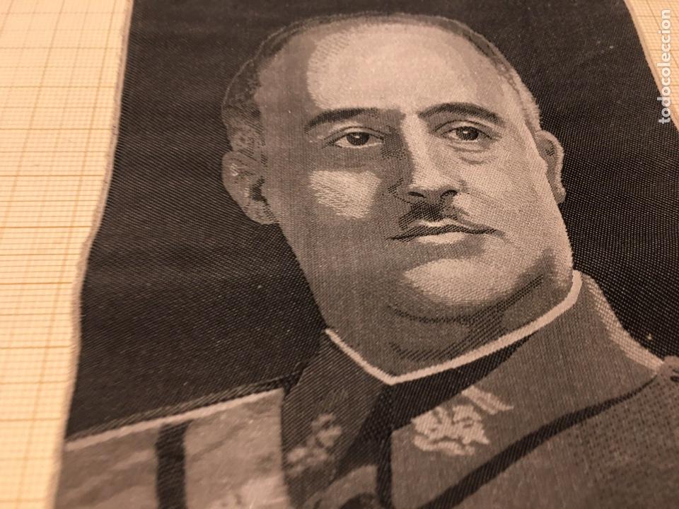 Militaria: Foto en Seda de Franco de los años 40. - Foto 4 - 190904176