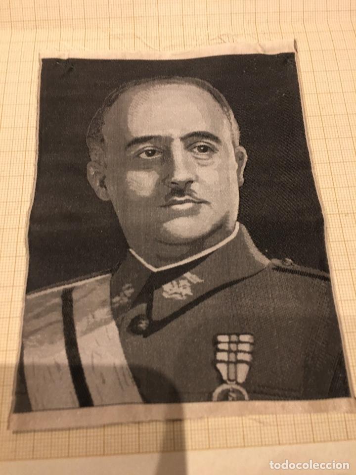 FOTO EN SEDA DE FRANCO DE LOS AÑOS 40. (Militar - Fotografía Militar - Guerra Civil Española)