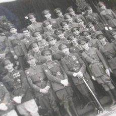 Militaria: EXCEPCIONAL FOTOGRAFIA DE OFICIALES DEL EJERCITO POSANDO. AÑOS 40.. Lote 190933897