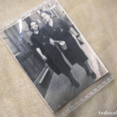 Militaria: ANTIGUA FOTOGRAFIA DE MUJERES FALANGISTAS. AÑOS 40. FALANGE. SECCION FEMENINA.. Lote 190934035