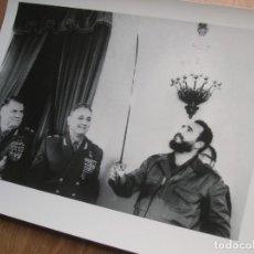Militaria: MUY RARA FOTOGRAFIA DE FIDEL CASTRO EN UNA VISITA A LA UNION SOVIETICA. GRAN FORMATO.. Lote 191101556