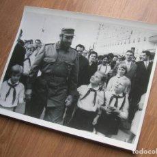 Militaria: MUY RARA FOTOGRAFIA DE FIDEL CASTRO EN UNA VISITA A LA UNION SOVIETICA. GRAN FORMATO.. Lote 191101787
