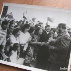 Militaria: MUY RARA FOTOGRAFIA DE FIDEL CASTRO EN UNA VISITA A LA UNION SOVIETICA. GRAN FORMATO.. Lote 191102860