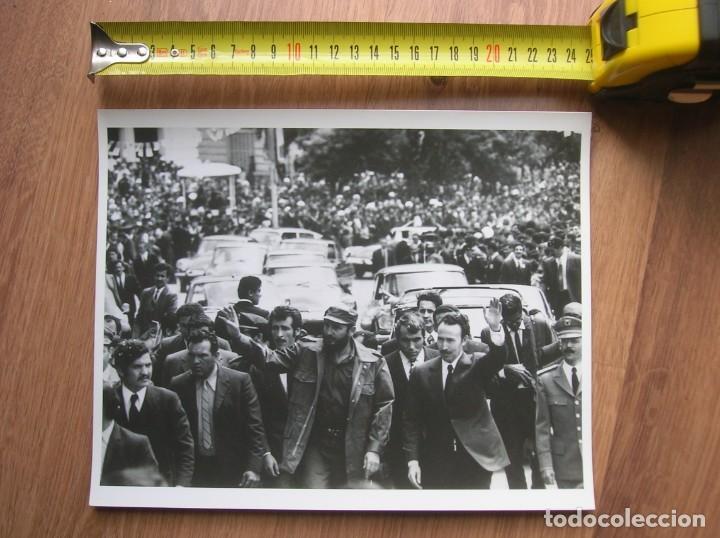 Militaria: MUY RARA FOTOGRAFIA DE FIDEL CASTRO EN UNA VISITA A ARGELIA CON BOUMEDIENE. GRAN FORMATO. - Foto 2 - 191103847