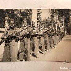 Militaria: MILITAR. FOTOGRAFÍA MILICIANOS REPUBLICANOS??, MAUSER EN MANO..., (H.1935?) MEDIDAS: 8 X 5,5 CM.,. Lote 191120632