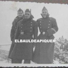 Militaria: FOTO DE SOLDADOS DEL CUARTEL DE POLLENSA NEVADO. MALLORCA AÑO 1956. 9 X 6 CM. Lote 191354245