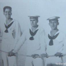 Militaria: FOTOGRAFÍA MARINEROS CRUCERO ALMIRANTE CERVERA. 1938. Lote 191384013