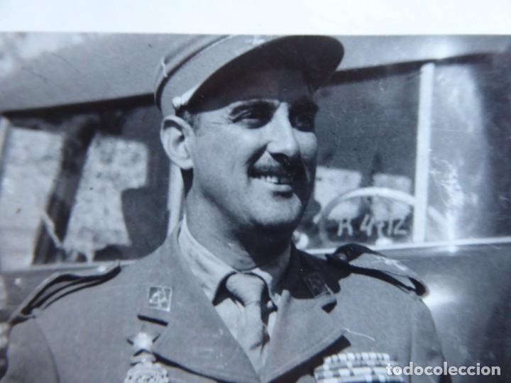 Militaria: Fotografía capitán legionario. Placa al mérito interventor - Foto 3 - 191386457
