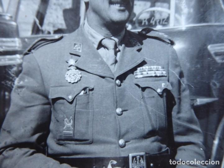 Militaria: Fotografía capitán legionario. Placa al mérito interventor - Foto 4 - 191386457
