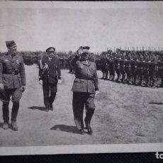Militaria: POSTAL FRANCO PASANDO REVISTA A TROPAS DE LEGION CONDOR, AÑO 1939. Lote 191537817