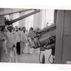 Militaria: EL FERROL.(CORUÑA).- EL JEFE DEL ESTADO FRANCO EN LA ACADEMIA NAVAL.FOTO CIFRA. 18X13.. Lote 191596338