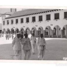 Militaria: EL FERROL.(CORUÑA).- EL JEFE DEL ESTADO FRANCO EN LA ACADEMIA NAVAL. FOTO CIFRA. 18X13.. Lote 191596477