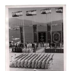 Militaria: EL FERROL.(CORUÑA).- EL JEFE DEL ESTADO FRANCO EN LA ACADEMIA NAVAL. FOTO CIFRA. 18X13.. Lote 191596542