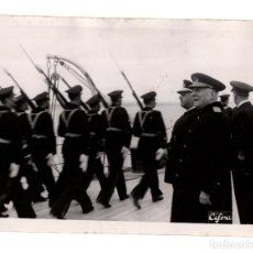 Militaria: EL CAUDILLO. FRANCO. REVISANDO LA ESCUADRA EN TARRAGONA. DESFILE INFANTERÍA DE MARINA. CIFRA. 18X13.. Lote 191597218
