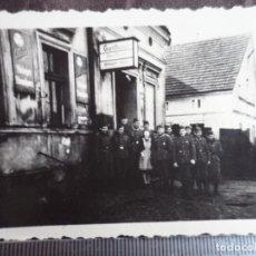 Militaria: SOLDADOS WEHRMACHT EN CASA DE HUESPEDES. Lote 191832126
