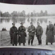 Militaria: SOLDADOS WEHRMACHT CRUSHER CAP PRISMATICOS Y LINTERNA DE DOTACION 1941. Lote 191832337