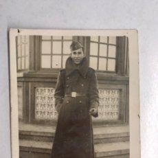 Militaria: MILITAR LARACHE. FOTOGRAFÍA JOVEN LEGIONARIO TERCER TERCIO, CON ROPA DE INVIERNO (DICIEMBRE 1941). Lote 192108533