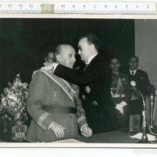 Militaria: FOTOGRAFÍA GENERAL FRANCO , ALCALDE DE CORDOBA ANTONIO GUZMÁN REINA, EX DIVISIÓN AZUL. Lote 192747947