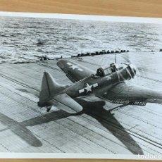 Militaria: FOTOGRAFÍA ORIGINAL DE PRENSA ALIADA - FRENTE DEL PACÍFICO - 5 SEPTIEMBRE 1944 - DOUGLAS DAUNTLESS. Lote 194087653