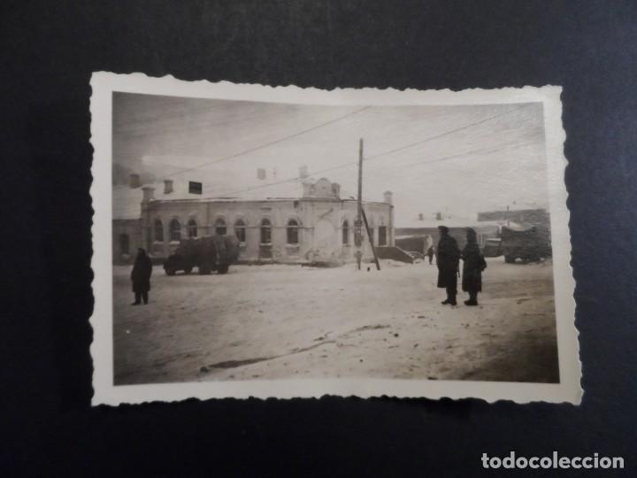Militaria: SOLDADOS WEHRMACHT CON K-98 Y CAMIONES EN CIUDAD NEVADA. RUSIA. AÑOS 1939-45 - Foto 2 - 194183307