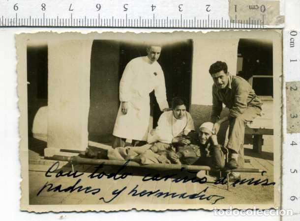 Militaria: LOTE DE CUATRO FOTOGRAFÍAS MILIARES EN EL HOSPITAL - Foto 2 - 194239416