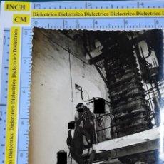 Militaria: FOTO FOTOGRAFÍA. GUARDIA CIVIL. AGENTES EN LA FÁBRICA DE LARIOS EN TORRE DEL MAR, MÁLAGA 1957. 2793. Lote 194523546