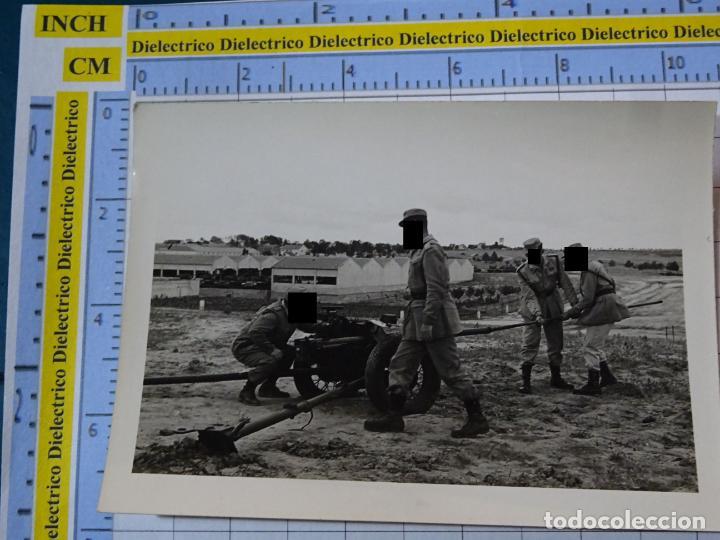 FOTO FOTOGRAFÍA. GUARDIA CIVIL. AGENTES MANIOBRAS ARTILLERÍA AÑOS 50 . 2797 (Militar - Fotografía Militar - Otros)