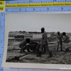 Militaria: FOTO FOTOGRAFÍA. GUARDIA CIVIL. AGENTES MANIOBRAS ARTILLERÍA AÑOS 50 . 2797. Lote 194524222