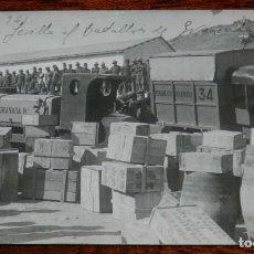 Militaria: FOTOGRAFIA REGIMIENTO DE GRANADA Nº 34, MELILLA 1921, GUERRA DEL RIF, REGALOS DE SEVILLA AL BATALLON. Lote 194549040