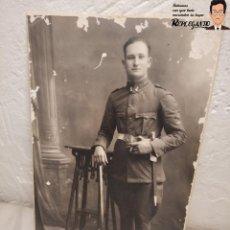 Militaria: FOTO POSTAL SOLDADO ALFONSINO CON BAYONETA (FOTO DE ESTUDIO) INGENIEROS - ALFONSO XIII. Lote 194573708