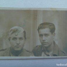 Militaria: GUERRA CIVIL : FOTO DE DOS MILITARES O MILICIANOS ( SANIDAD MILITAR REPUBLICANA ?). ARJONILLA, 1939. Lote 194581458