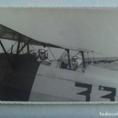 Militaria: GUERRA CIVIL - AVIACION : FOTO DE DOS PILOTOS EN UN ABION BIPLANO . ...11,5 X 17,5 CM. Lote 194602017