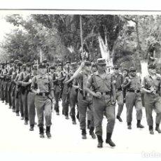 Militaria: SOLDADOS ESPAÑOLES EN FORMACIÓN. Lote 194632856